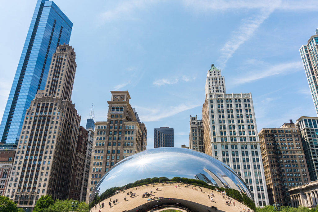 The iconic bean or cloud gate located in the Millennium Park.