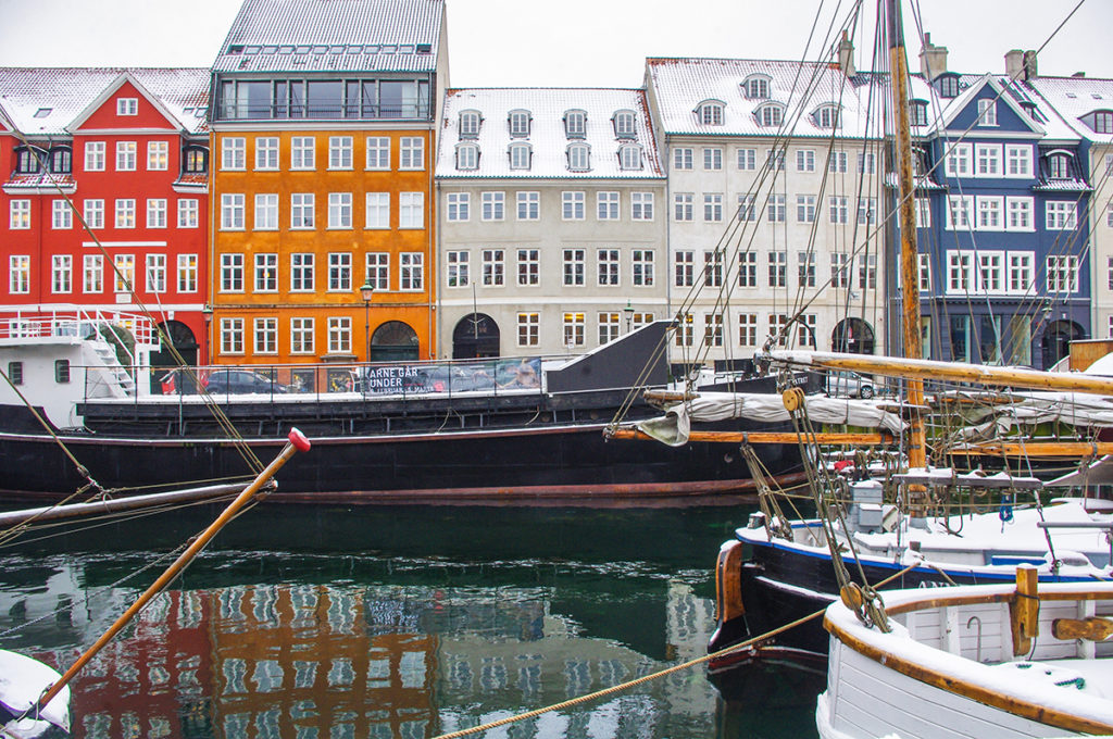 One of the things to do in Copenhagen is visit Nyhavn!